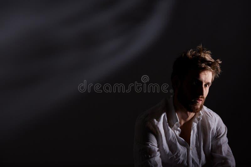 Hombre después del ataque de nervios foto de archivo libre de regalías
