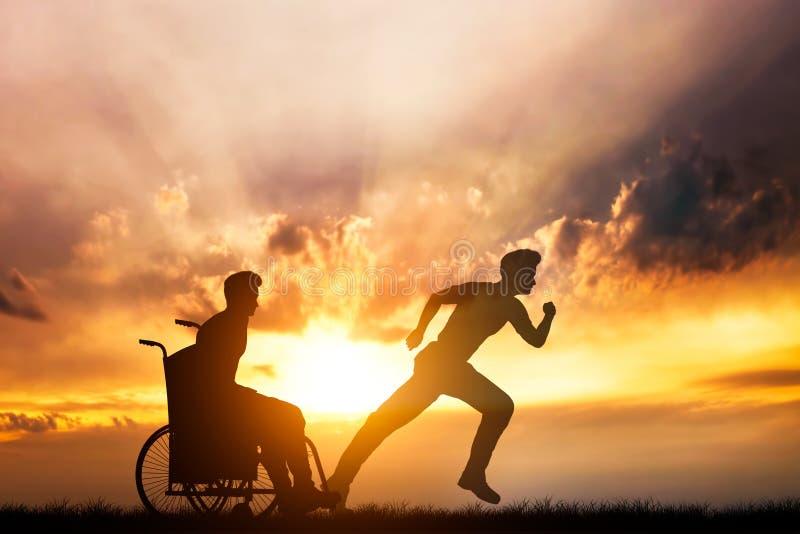 Hombre discapacitado en una silla de ruedas que sueña con el funcionamiento fotografía de archivo