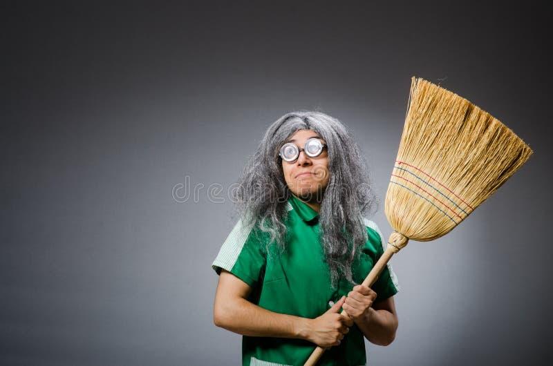 Hombre divertido con el cepillo imagen de archivo libre de regalías