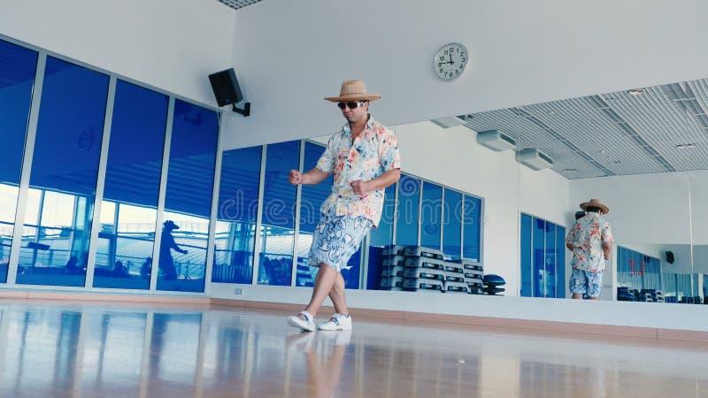 Y Hombre Gafas En Sol Divertido Del Gimnasio De Sombrero El Baile Onk0Pw