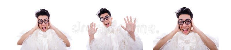 Hombre divertido que lleva en el vestido de la mujer aislado en blanco foto de archivo