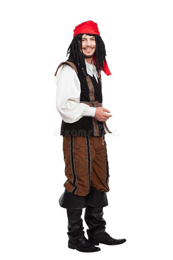 Hombre divertido sonriente vestido como pirata con imagenes de archivo