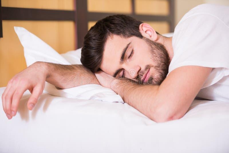 Hombre durmiente fotografía de archivo libre de regalías