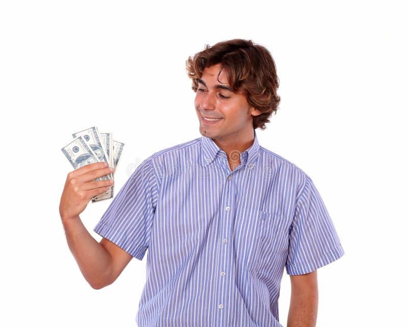 Hombre elegante adulto que sonríe llevando a cabo dólares. imagen de archivo libre de regalías