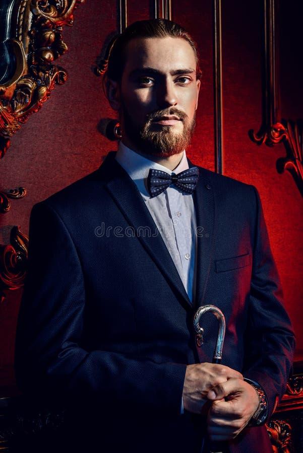Hombre elegante con el palillo imágenes de archivo libres de regalías