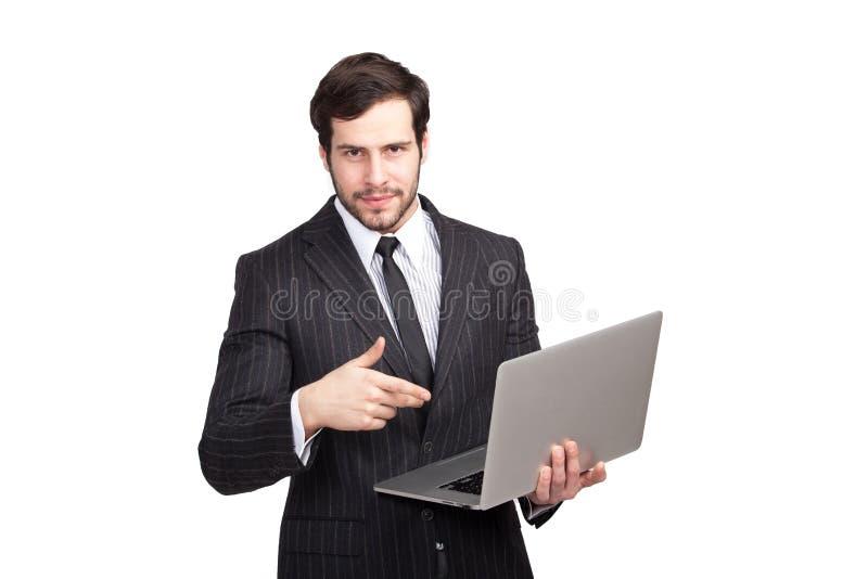 Hombre elegante confiado con un ordenador portátil fotos de archivo