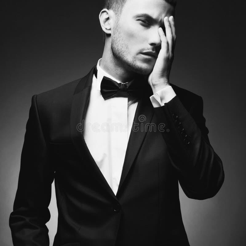 Hombre elegante hermoso fotos de archivo