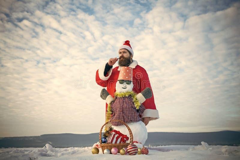 Hombre en bigote de giro del sombrero de santa fotografía de archivo libre de regalías