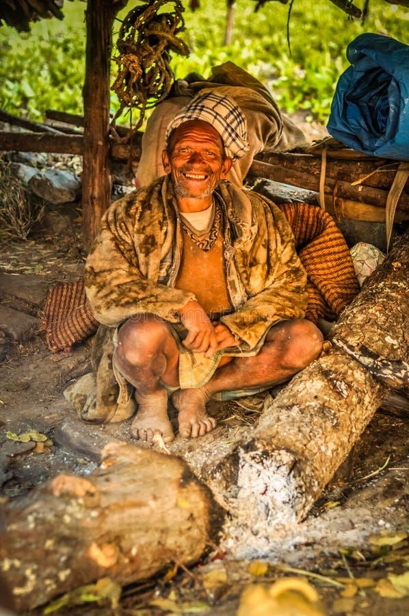 Hombre en chaqueta de la piel en Nepal fotografía de archivo libre de regalías