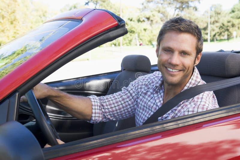 Hombre en coche fotografía de archivo