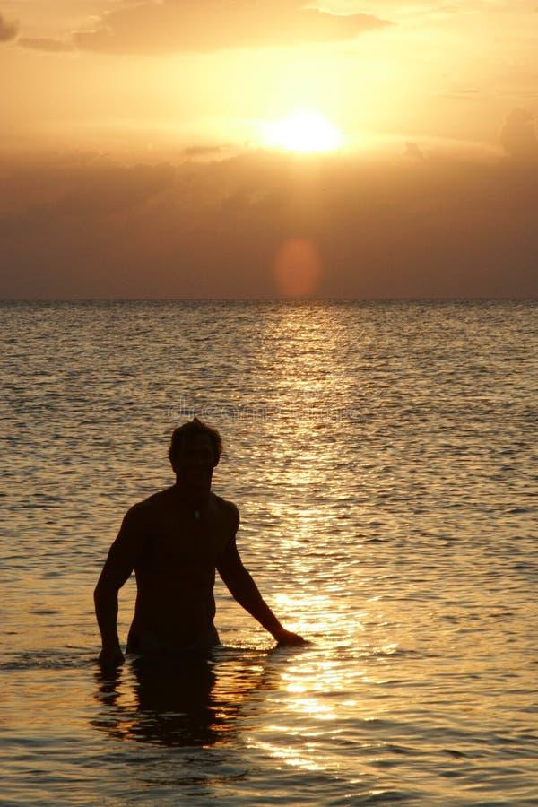 Hombre en el agua fotos de archivo libres de regalías