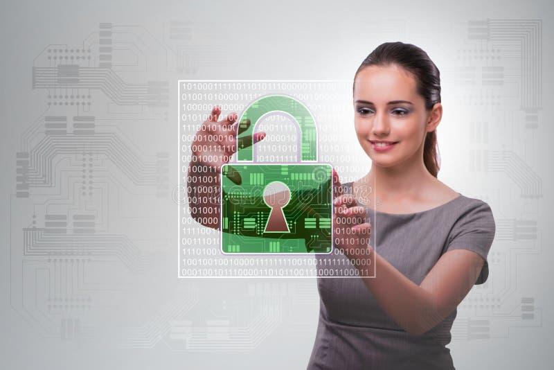 Hombre en el concepto digital de la seguridad que presiona el botón imágenes de archivo libres de regalías
