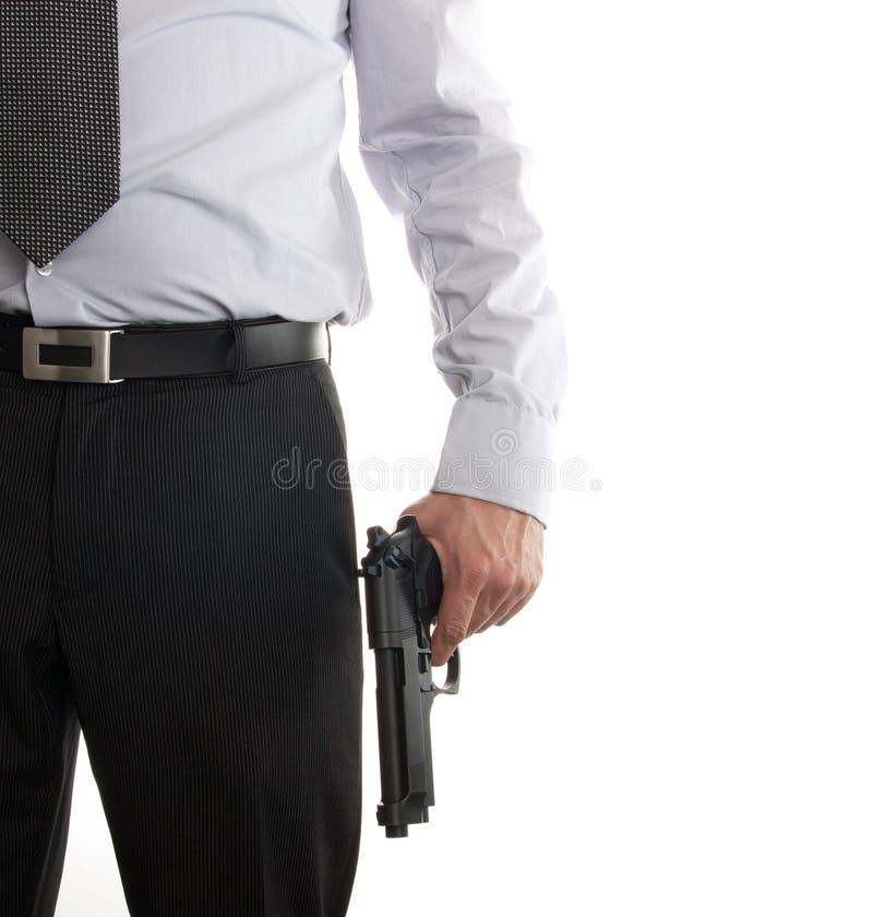 Hombre en juego con el arma en su mano imagen de archivo