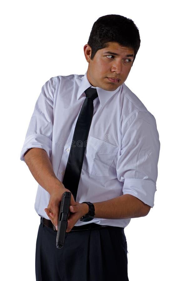 Hombre en la camisa blanca y lazo con un arma imagen de archivo