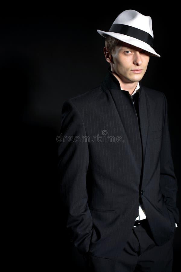 Hombre en negro fotos de archivo
