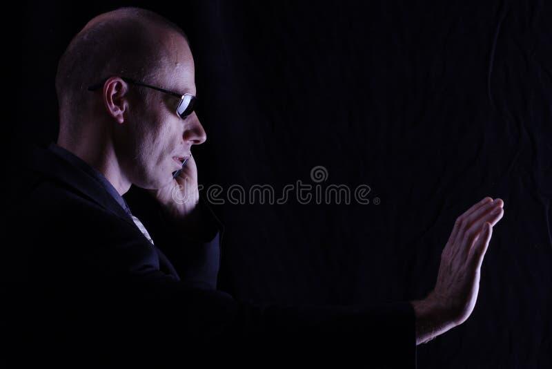 Hombre en negro foto de archivo libre de regalías