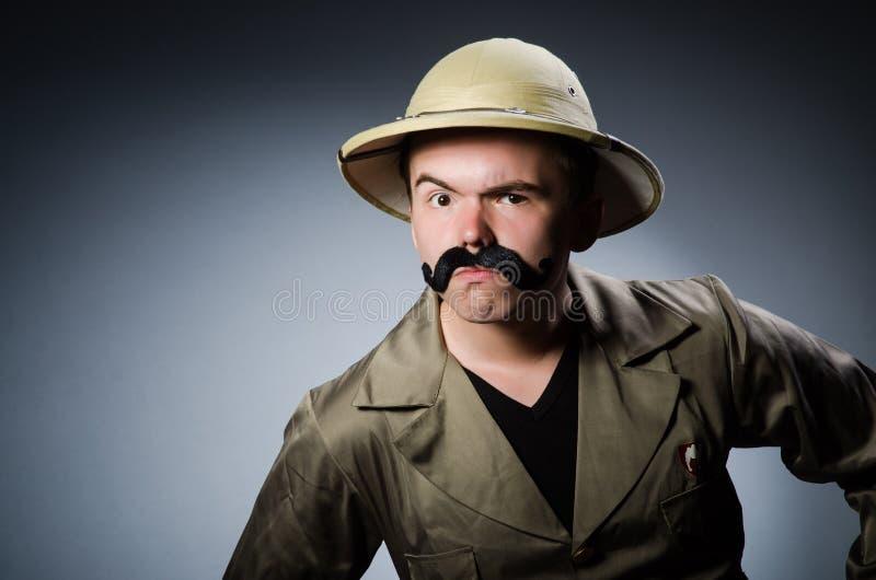 Hombre en sombrero del safari imagenes de archivo