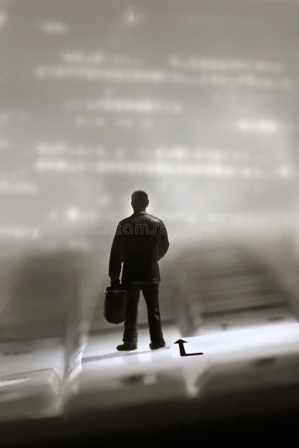 Hombre en un viaje imagen de archivo