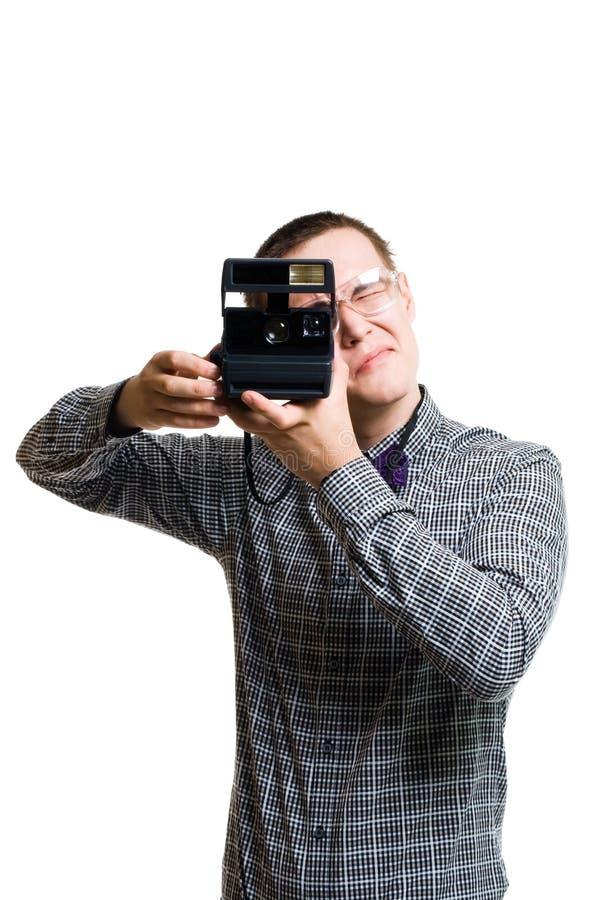 Hombre en vidrios con la cámara del viejo estilo fotografía de archivo