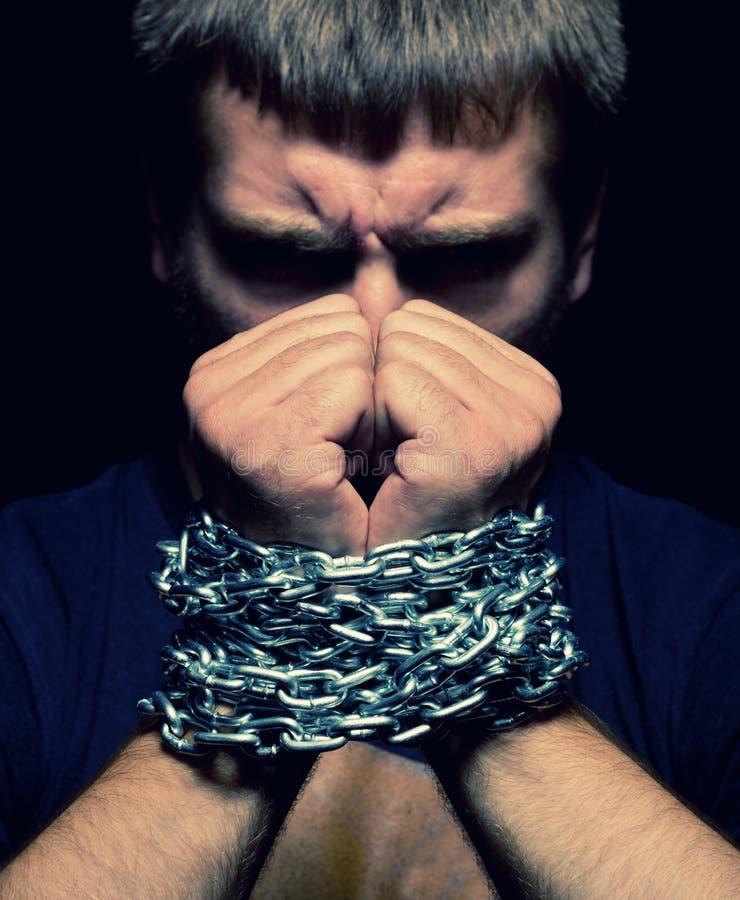 Hombre encadenado imagenes de archivo