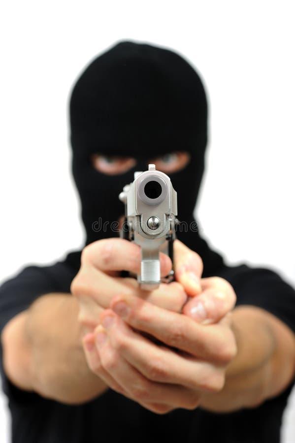 Hombre enmascarado con el arma imagenes de archivo