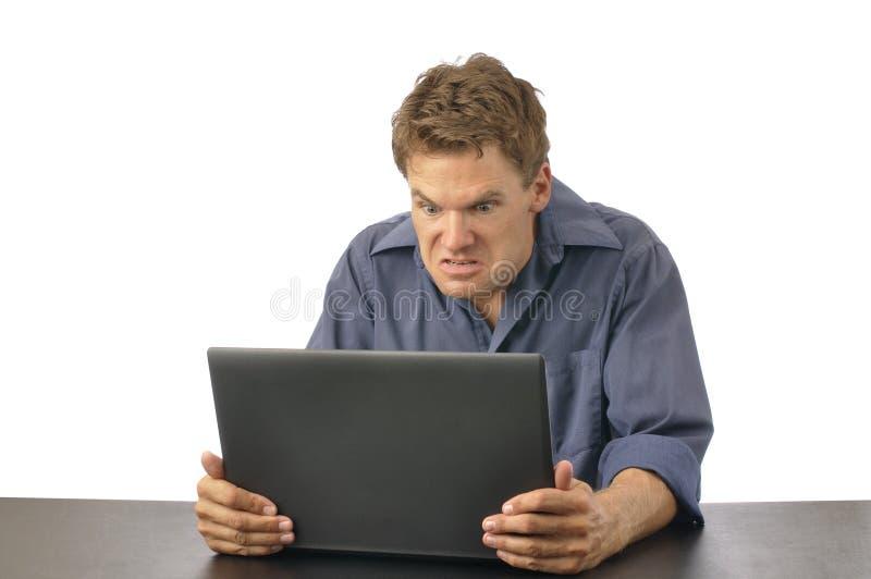 Hombre enojado con el ordenador imágenes de archivo libres de regalías