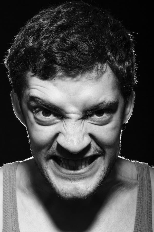 Hombre enojado del trastorno con la cara malvada asustadiza fotos de archivo