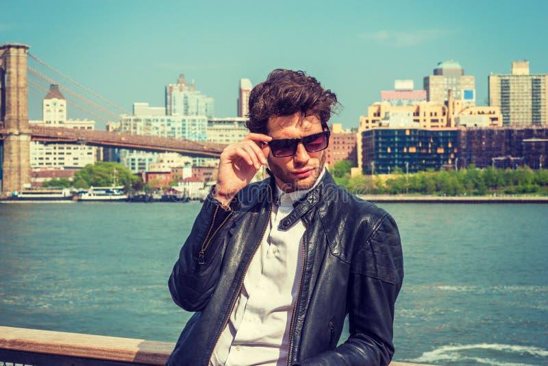 Hombre europeo joven que viaja en Nueva York foto de archivo libre de regalías