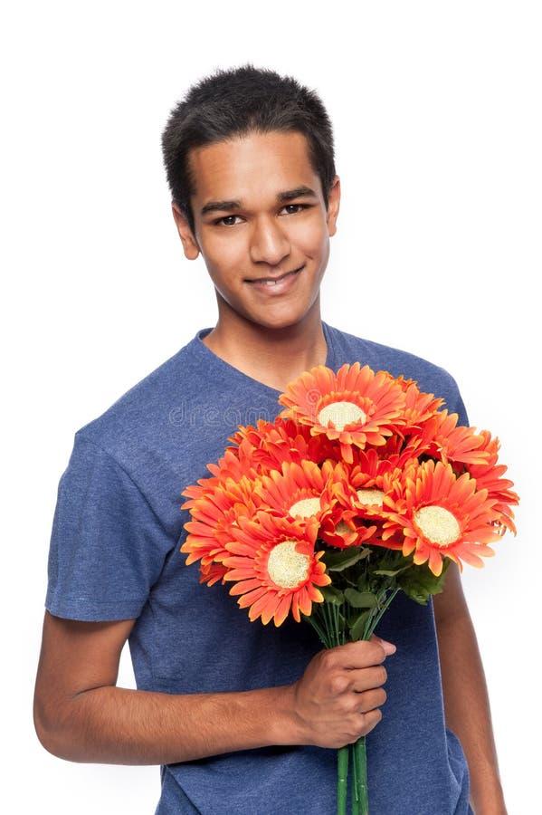 Hombre feliz con las flores imágenes de archivo libres de regalías