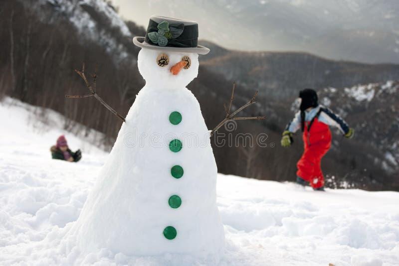 Hombre feliz de la nieve fotografía de archivo