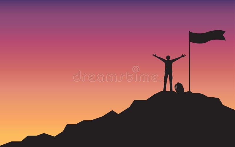 Hombre feliz de la silueta que aumenta la situación de la mano encima de la montaña stock de ilustración