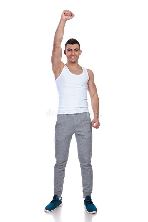 Hombre feliz del gimnasio que celebra con la mano en el aire fotografía de archivo libre de regalías