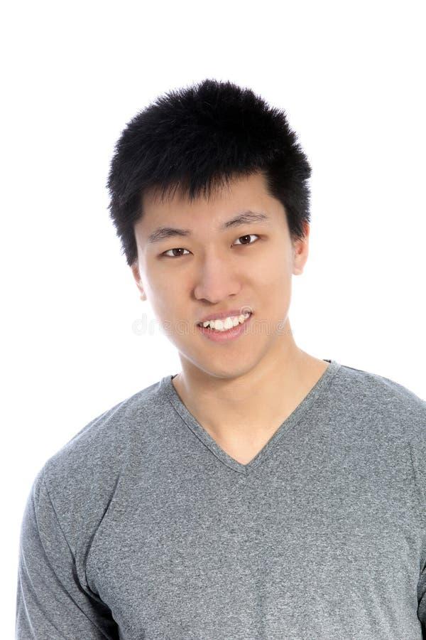 Hombre feliz joven asiático que sonríe, retrato fotografía de archivo libre de regalías