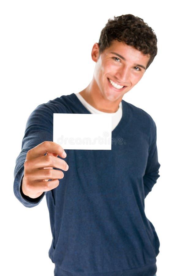 Hombre feliz que sostiene la tarjeta en blanco imagen de archivo