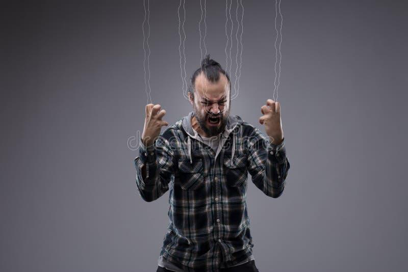Hombre frustrado enojado que grita y puños de apretón foto de archivo libre de regalías
