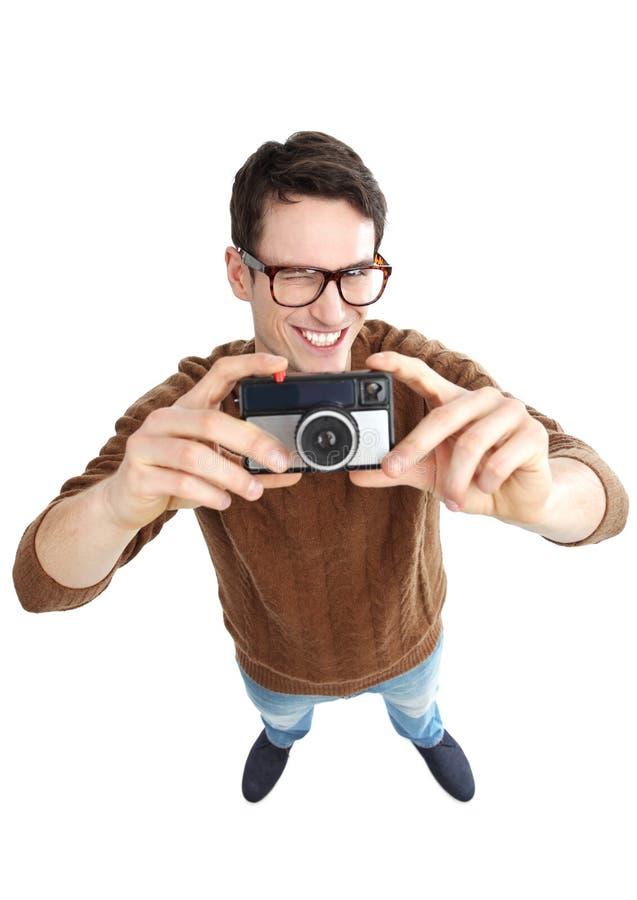 Hombre Geeky Con La Cámara Del Vintage Foto de archivo
