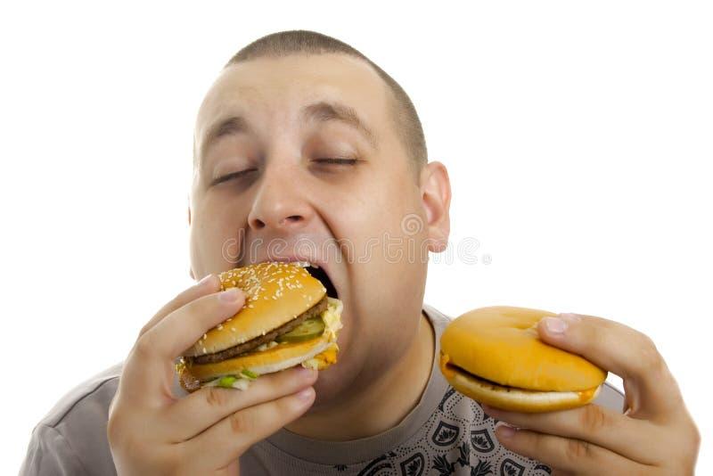 Hombre hambriento con la hamburguesa. fotos de archivo libres de regalías