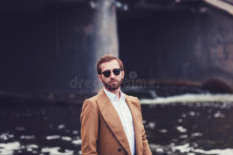 Hombre hermoso barbudo imágenes de archivo libres de regalías