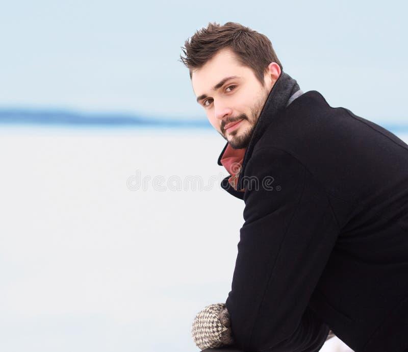 Hombre hermoso del retrato imagen de archivo libre de regalías