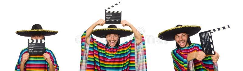 Hombre hermoso en el poncho vivo que sostiene clapperboard aislado en wh imagen de archivo libre de regalías