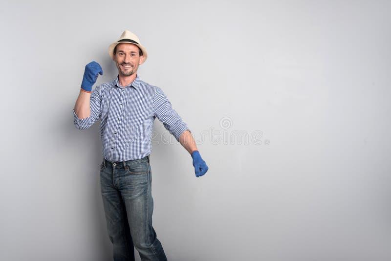 Hombre hermoso feliz que se mueve las manos imágenes de archivo libres de regalías
