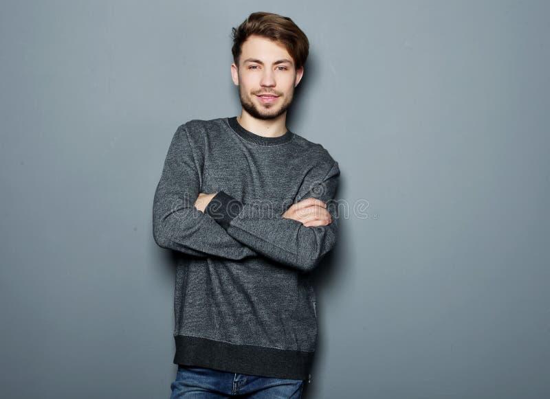 Hombre hermoso joven elegante Retrato de la moda del estudio fotografía de archivo