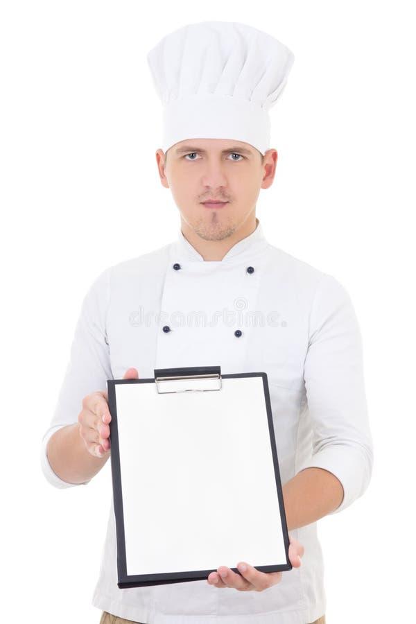 Hombre hermoso joven en tablero que muestra uniforme del cocinero con el espacio en blanco imagenes de archivo