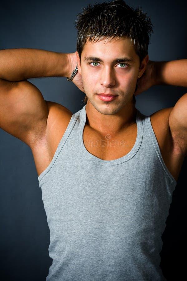 Hombre hermoso muscular foto de archivo