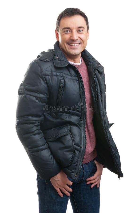 Hombre hermoso que lleva un abrigo de invierno fotografía de archivo libre de regalías