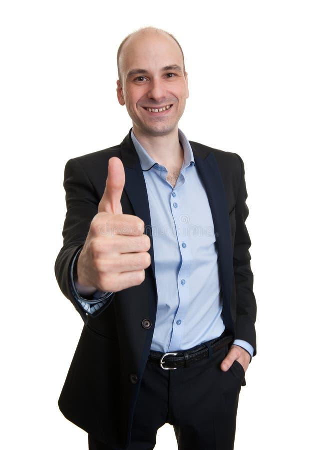 Hombre hermoso que muestra su pulgar para arriba imagenes de archivo