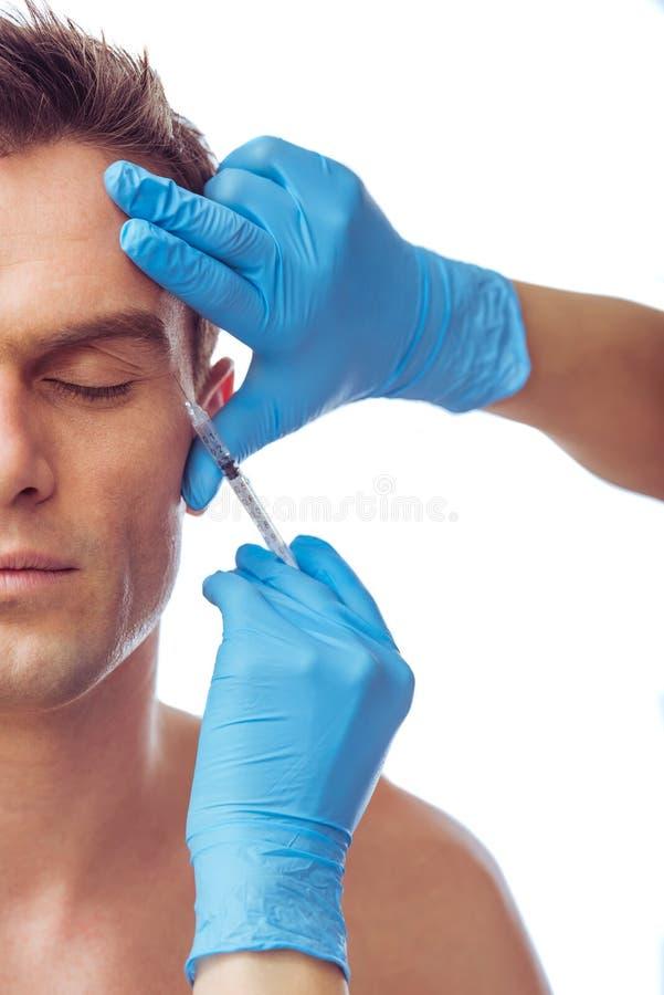 Hombre hermoso y cirugía plástica imagen de archivo