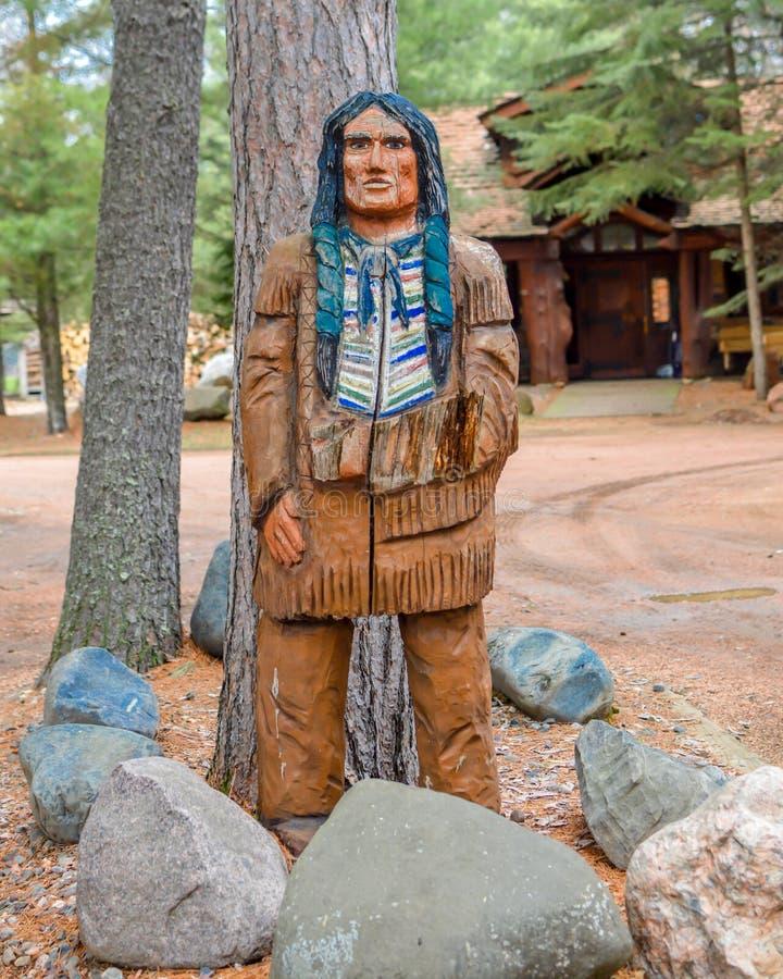 Hombre indio tallado de árbol imágenes de archivo libres de regalías