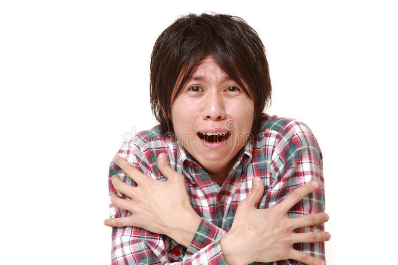 Hombre japonés joven con frío de sensación fotografía de archivo libre de regalías