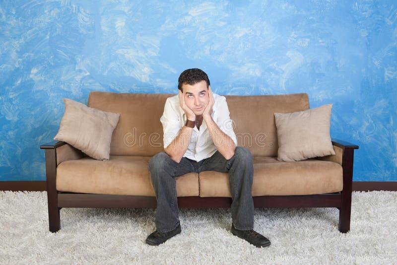 Hombre joven aburrido imagen de archivo